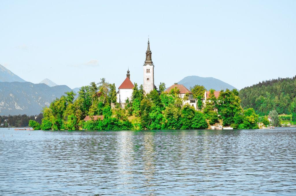 Widok na Kościół na Jeziorze Bled